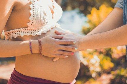 pregnant-2720434__340